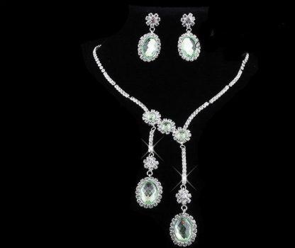 Csillogó esküvői nyakék szett strassz kövekkel és zöld  kristályokkal díszítve